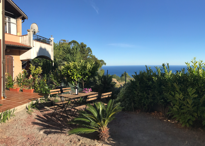 Nora's tophill residence w. garden and sea view