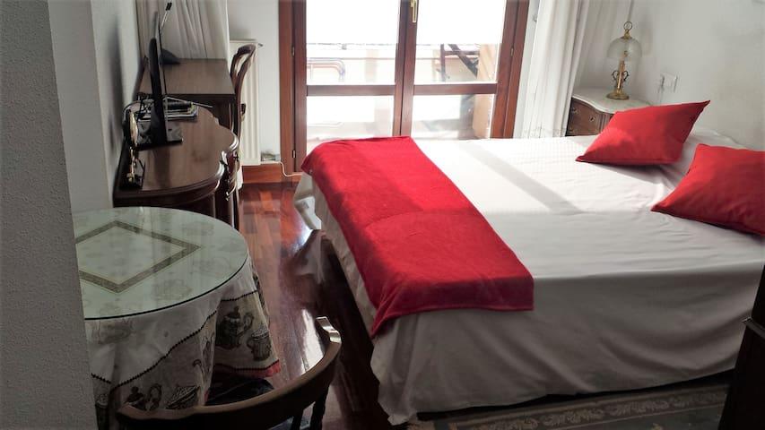 Room with Double Bed, En-Suite Bathroom & Balcony.