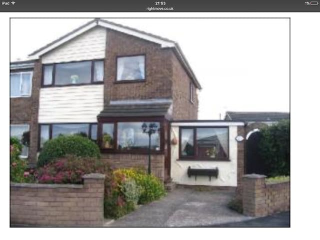 Spacious Family Friendly Home, North Wales Coast