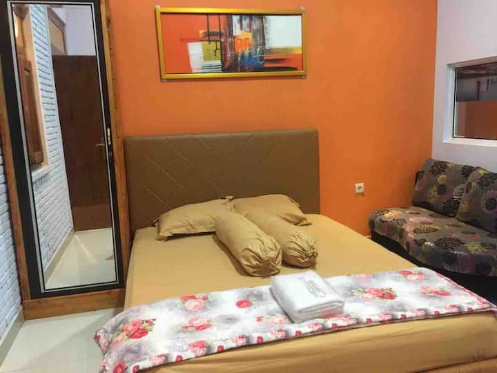 Djoglo Djatimalang Guesthouse with extrabed 1