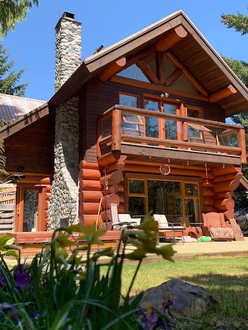 Log Home Mountain Living