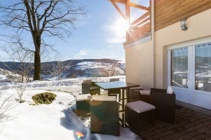 Gîte spacieux & terrasse extérieure, vue superbe!