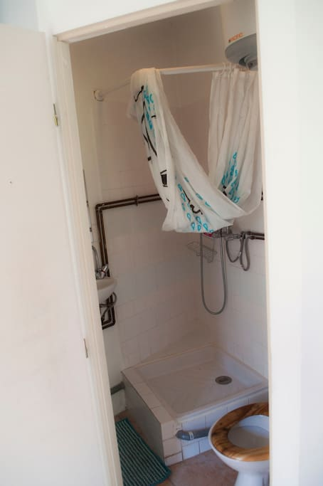 d pendance 12m2 avec terrasse dans jardin suites parentales ou similaires louer. Black Bedroom Furniture Sets. Home Design Ideas