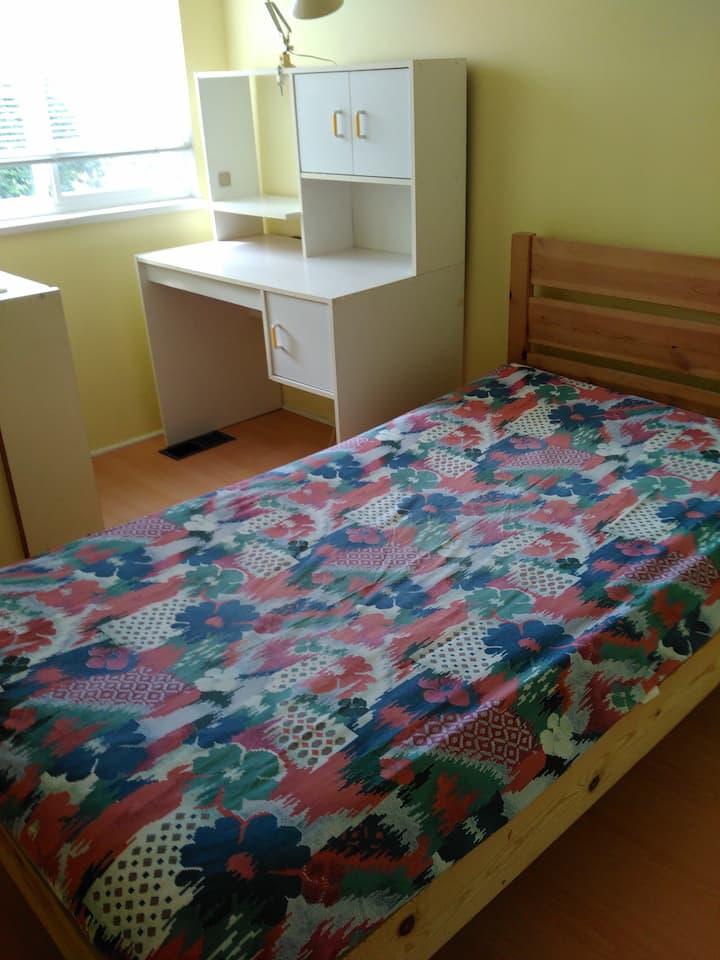 Close to skytrain. Clean Bright cosy room