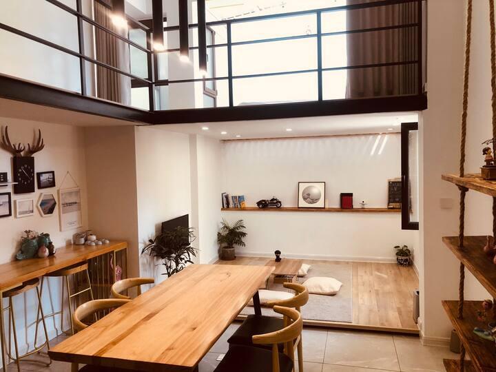 后海简约现代loft公寓
