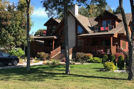 Bed and Breakfast in Log Home with Lake View for 2