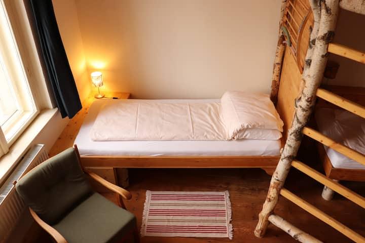 Bett im urigen 5-Bett Dorm
