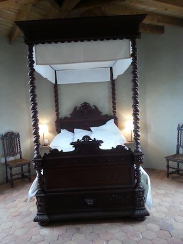Chambre romantique dans un chateau. - Saint-Bauld