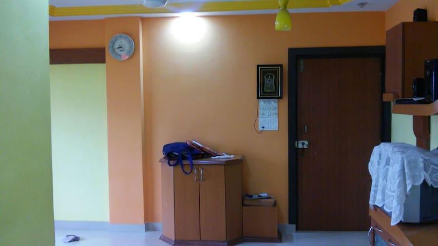 Spacious 2 BHK Apartment - Thane - House