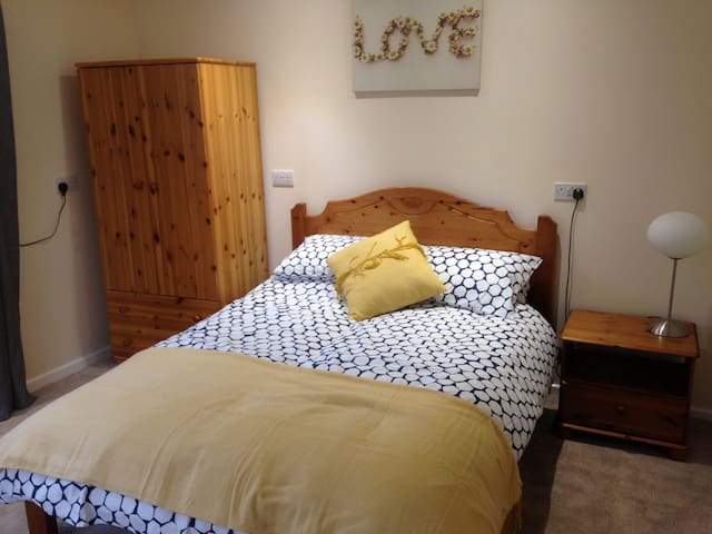 Comfortable 1 bed self contained flat/annex £47 - Swanmore - Dom