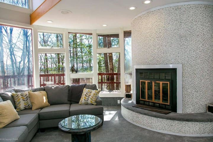 SnowHound Chateau  - Game Room, Hot Tub, Fireplace
