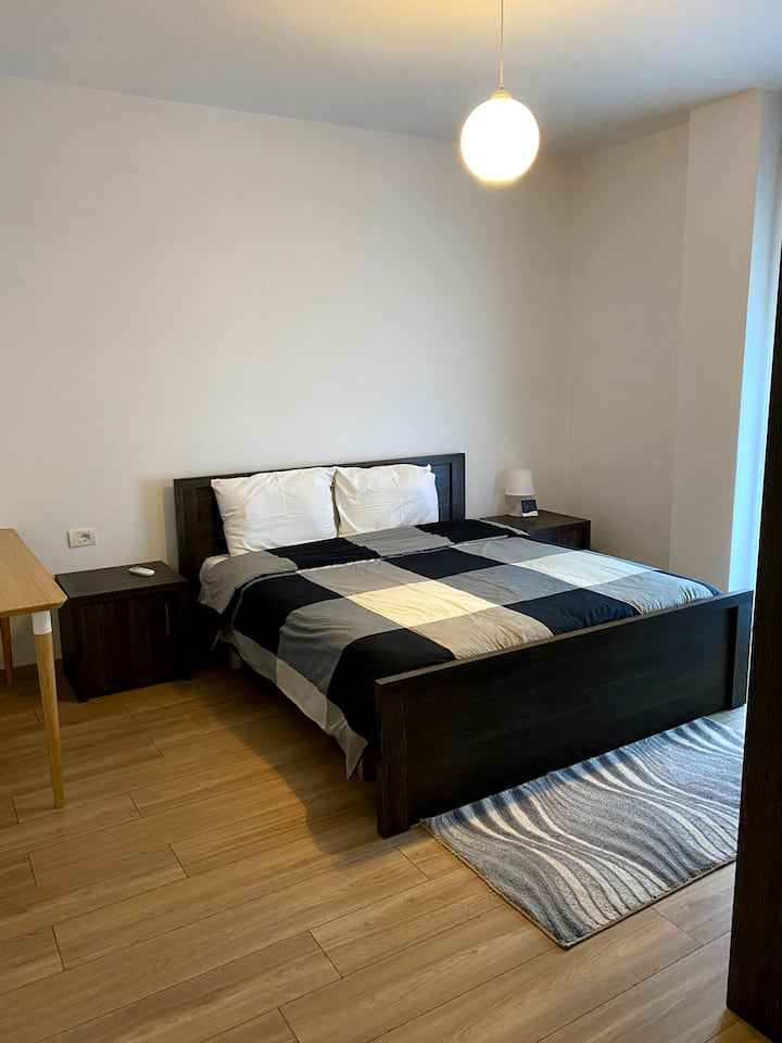 Spacious 2 Bedroom Apartment No. 710 Z