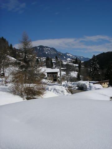 Gîte 110m2 à la montagne capacité 8 à 10 personnes - Saint-Nicolas-la-Chapelle - Casa
