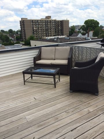 Townhome minutes from Downtown