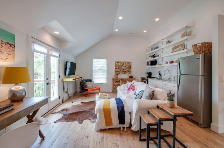 NEW! - Vibrant Studio in the heart of East Nash!