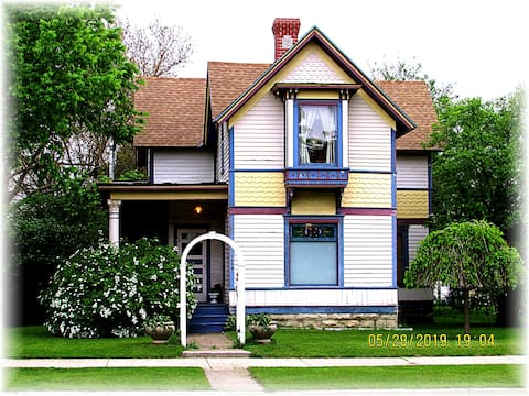 Historic Carter House-Rivertown Romance-Licensed!