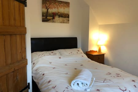 Cosy cottage room in beautiful village location