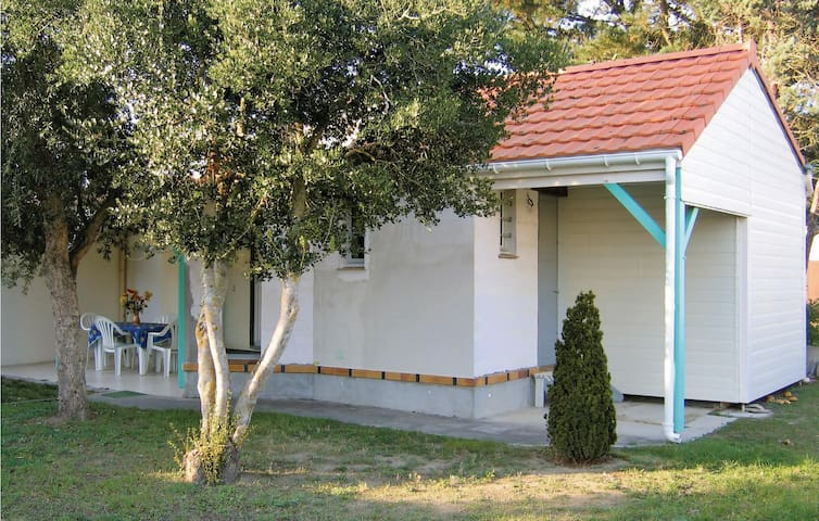 Holiday cottage with 1 bedroom on 43m² in Prefailles