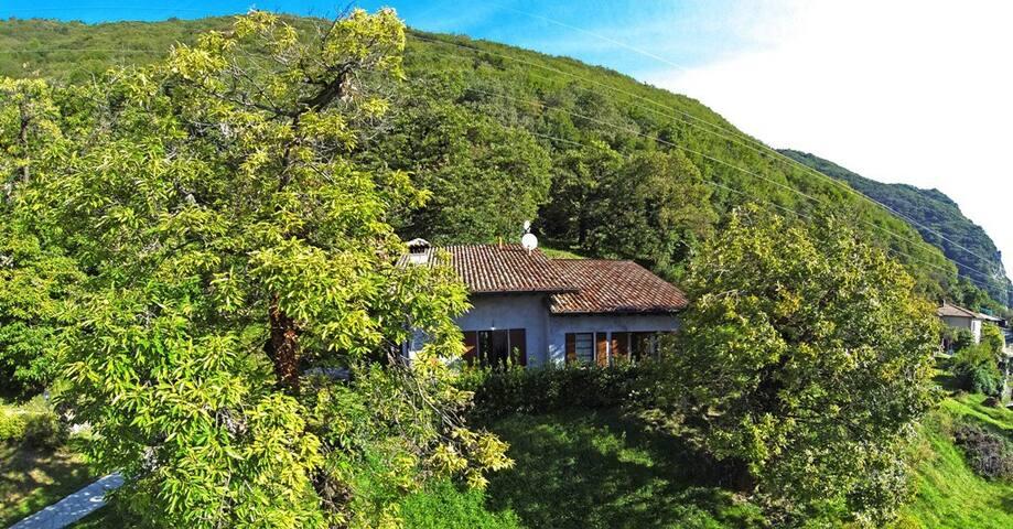 Villa singola con splendida vista lago