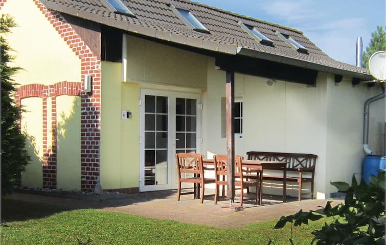 Holiday cottage with 1 bedroom on 45 m² in Sagard