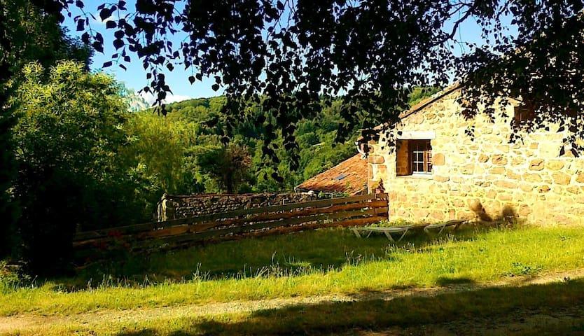 """Holliday houses """"Les eaux deux sources"""" LOU PEQUEL - Boffres - Natuur/eco-lodge"""