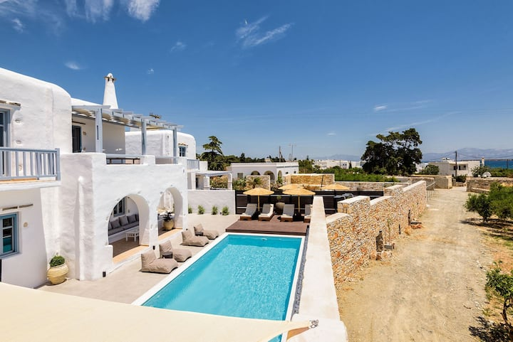 R 1009 - 4 Bedrooms | Villa Delphine I| Drios  with Sea View, Private Pool & BBQ Area