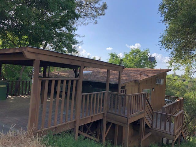 Quiet cabin with a view of Folsom Lake