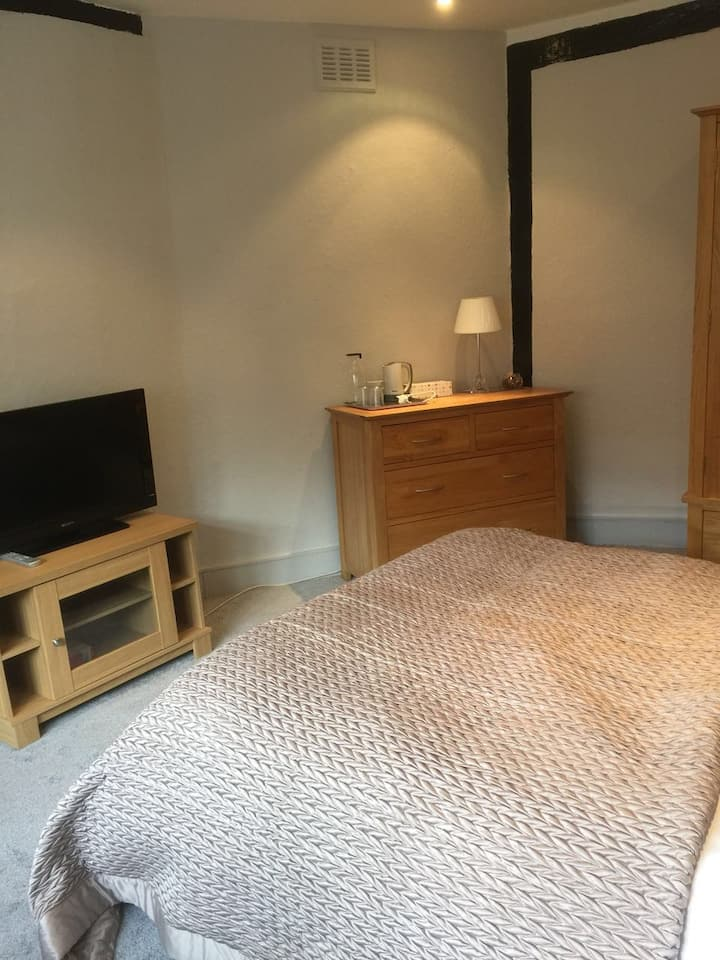 Superb Double Bedroom in the heart of City