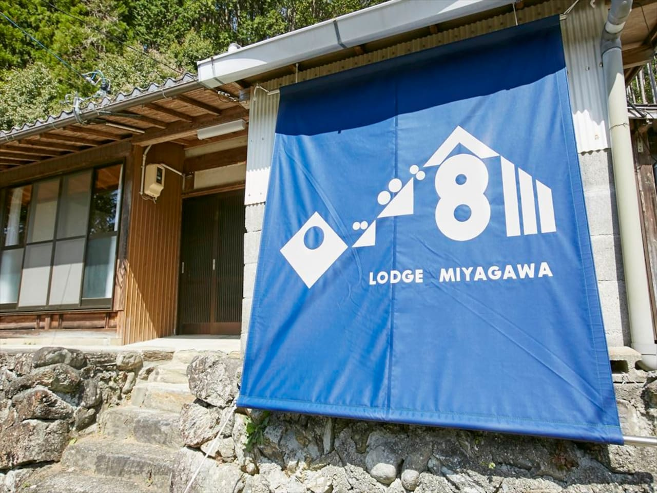 The Japanese house stands in a village, upstream on the Miyagawa (Miya River) which flows from Odaigahara to Ise.