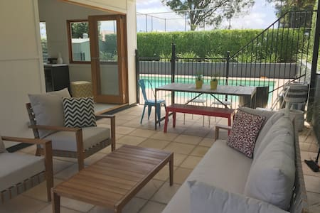 The Pool House - Ashgrove - Guesthouse