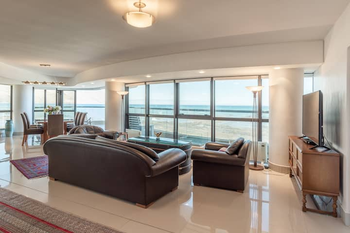 Ocean view beachfront apartment in Strand