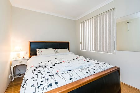 Queen Bed, close to Perth airport, CBD & Casino