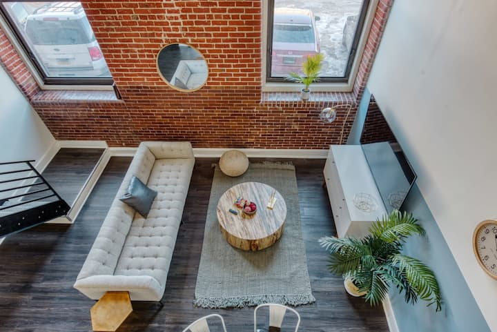 Sosuite | Spacious Designer Loft in West Philly High School