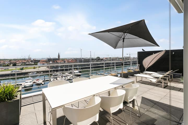 Unique penthouse with 2 large terraces overlooking the marina of Zeebrugge