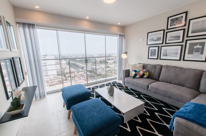 Beautiful city view apartment/Close to everything