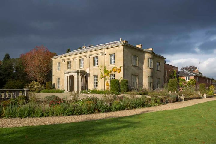 Glansevern Hall - your very own stately home - Berriew - Maison