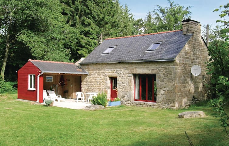 Holiday cottage with 2 bedrooms on 65 m² in St Tugdual