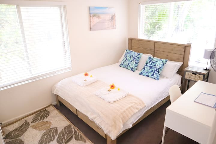 STYLISH COOGEE BEACHSIDE ROOM WITH PRIVATE PATIO