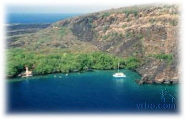 Kealakekua Bay, steps  to Manini Beach