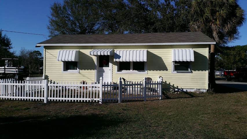 pet friendly  on an equestrian farm - Pinellas Park - Casa