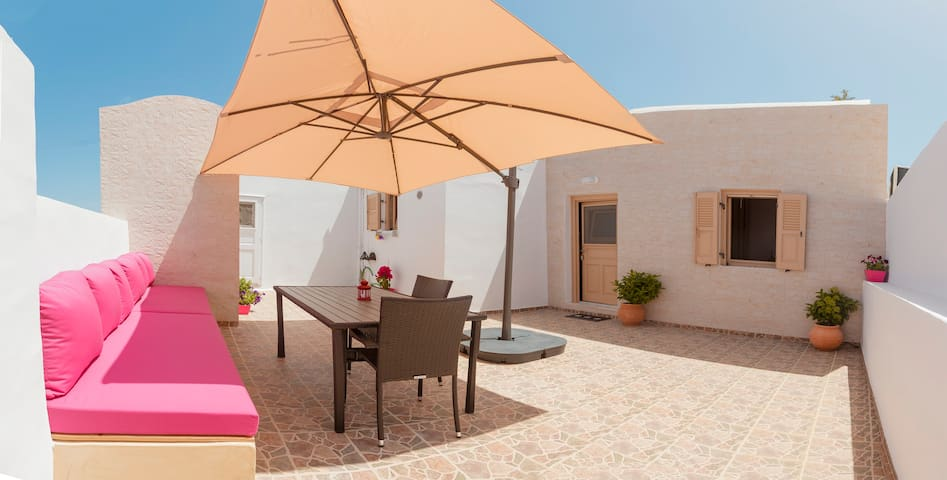 Private house in the Heart Of Oia