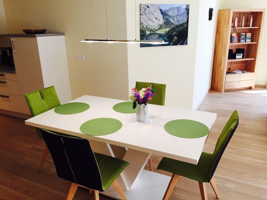 Esstisch mit 4 Stühlen - table with 4 chairs