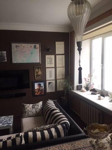 Cozy flat at  quiet artistic center