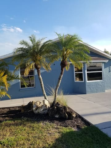 Sarasota Efficiency Apt-2/Student/Intern/1BED1Bath