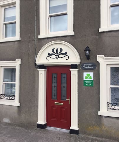 Brownes Townhouse-self catering, garden, Greenway