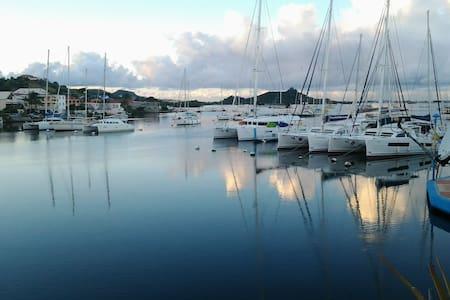 King studio on the Marina - like on a boat - Marigot