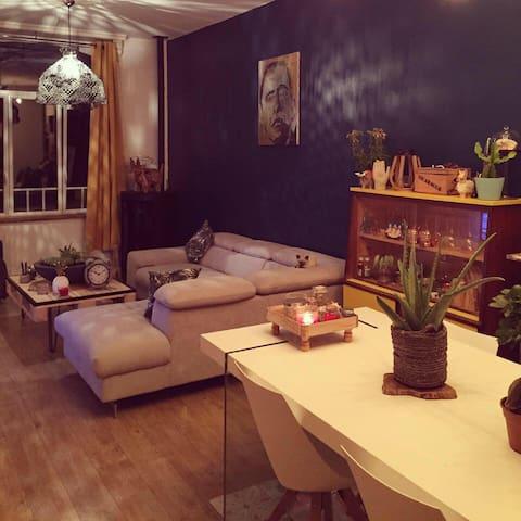 Chambre verte dans Maison de Ville rénovée