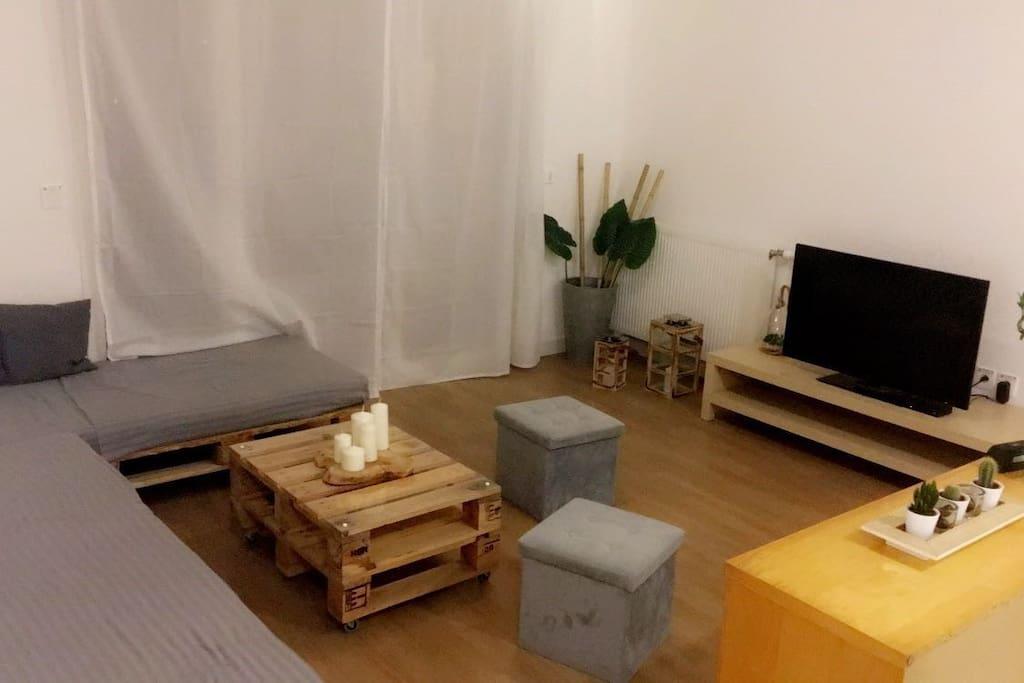 salon avec accès balcon