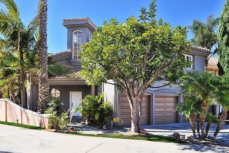 Private room and bath right by the beach - Torrance - Talo