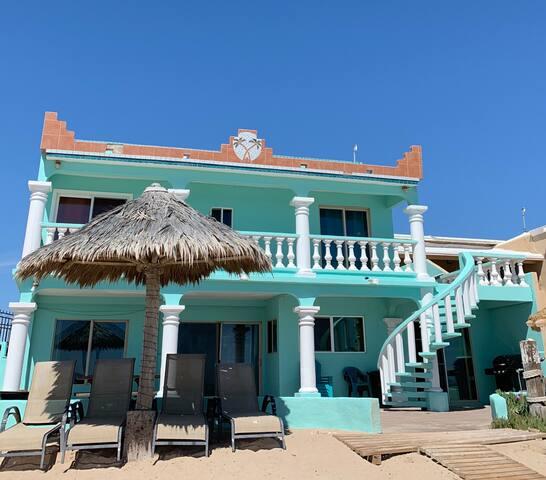 Las Palmas del Paraiso Beachfront paradise